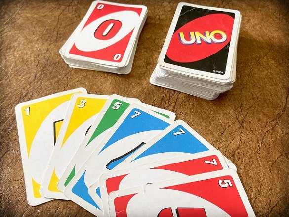 Travel card games for families: UNO