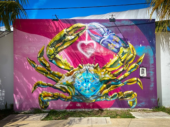 A mural of a crab holding a heart in Progreso along Callejon del Amor, one of the many things to do in Progreso